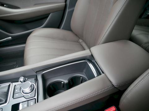 Mazda 6 2019 Sports-Line Plus-Paket Onyxschwarz Mittelkonsole