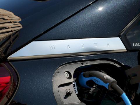 Mazda MX-30 Elektroauto 2020 Onyxschwarz Auto Till München