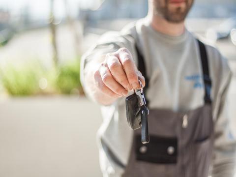 Zulassungsservice Schlüssel Übergabe Auto Till München
