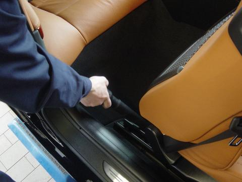 Autoreinigung Fahrzeug Aussaugen Muenchen