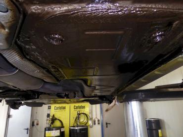 BMW Z4 Unterbodenschutz mit Carlofon Dinol
