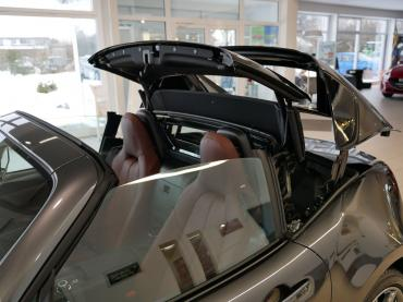 Mazda Mx 5 Rf Dach Waehrend Oeffnung Von Vorne